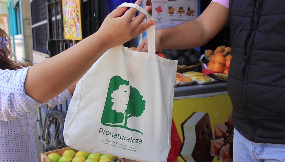 Ley de plásticos: En estos casos no pueden cobrarte por darte bolsas